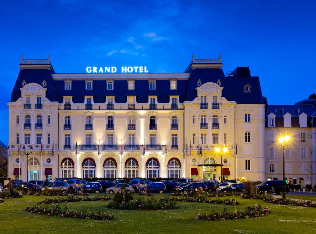 画像に alt 属性が指定されていません。ファイル名: le-grand-hotel-carbourg-1.jpg
